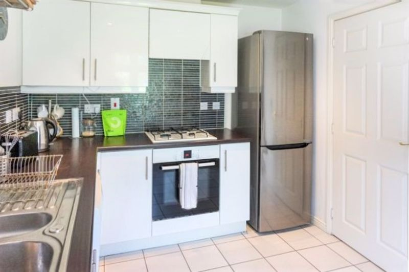 3 Bedroom End Terrace House For Sale - Photo 12
