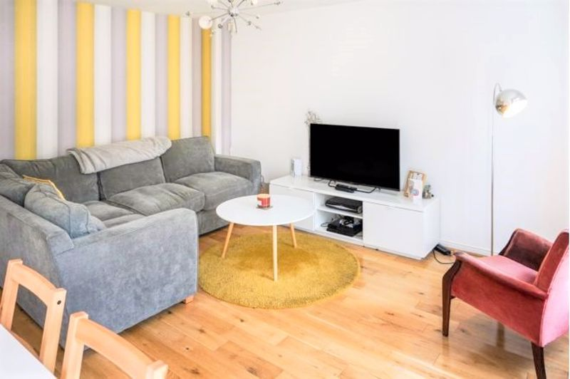 3 Bedroom End Terrace House For Sale - Photo 14