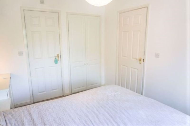 3 Bedroom End Terrace House For Sale - Photo 18