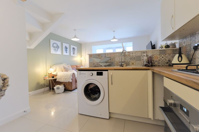 4 Bedroom Terraced House For Sale - Photo 6