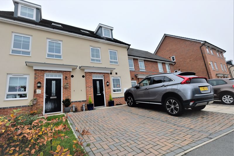 4 Bedroom Terraced House For Sale - Photo 1