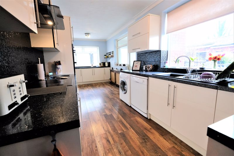 4 Bedroom Semi Detached House For Sale - Photo 15