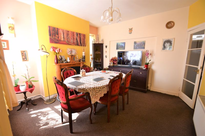 3 Bedroom End Terrace House For Sale - Photo 6