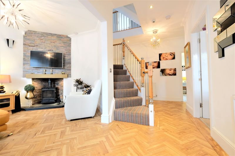 5 Bedroom Detached House For Sale - Photo 3