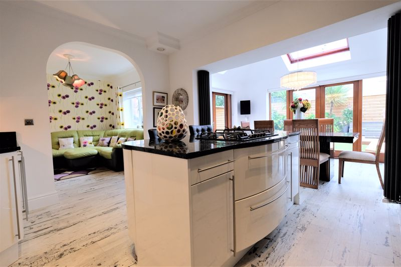 5 Bedroom Detached House For Sale - Photo 18