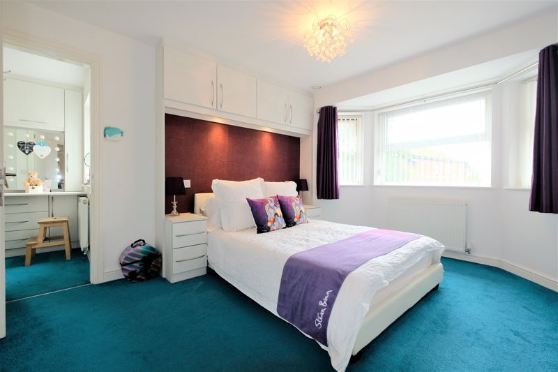 5 Bedroom Detached House For Sale - Photo 32