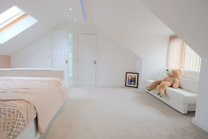 5 Bedroom Detached House For Sale - Photo 39
