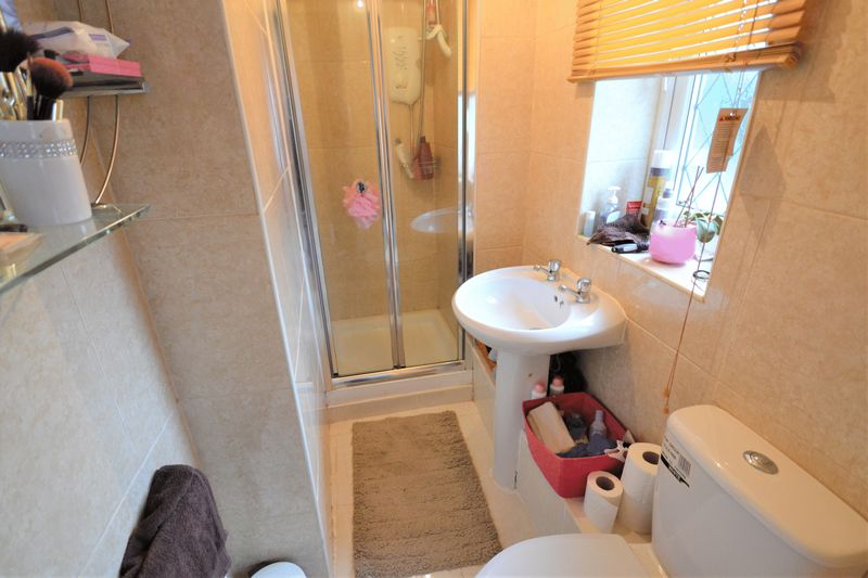 4 Bedroom Detached House For Sale - Photo 2