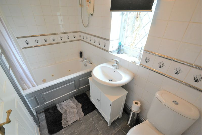 4 Bedroom Detached House For Sale - Photo 5