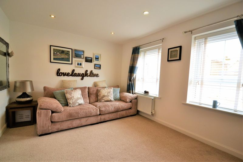 4 Bedroom Terraced House For Sale - Photo 11