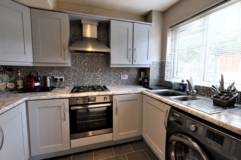 3 Bedroom Detached House For Sale - Photo 1