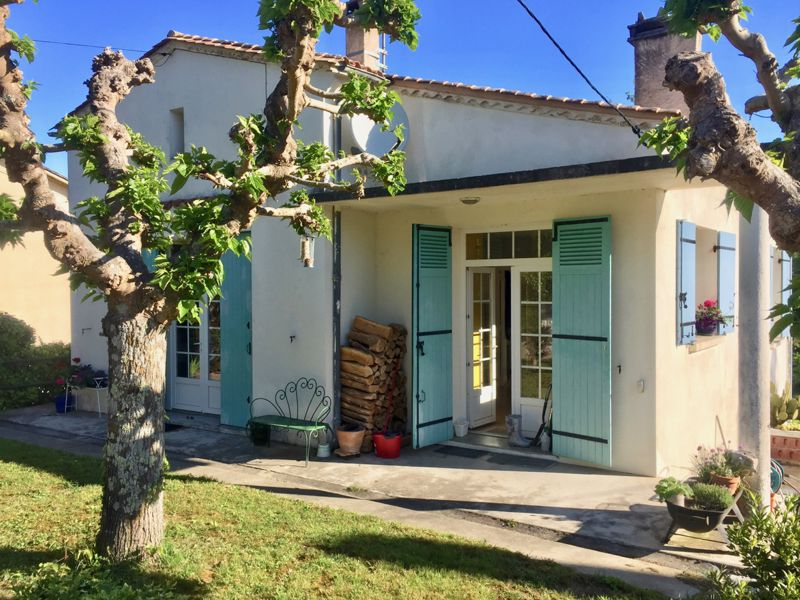 Pretty, light house with garden, walking distance to Eymet