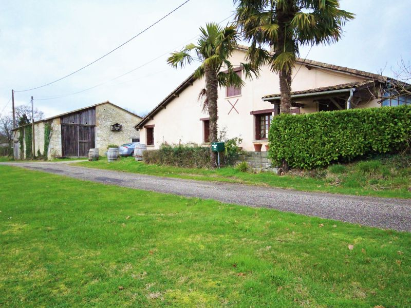 Farmhouse with outbuildings zaand 12.5 hectares