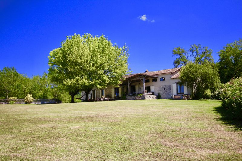 Fabulous 5 bed stone house with pool in a haven of peace and tranquility!