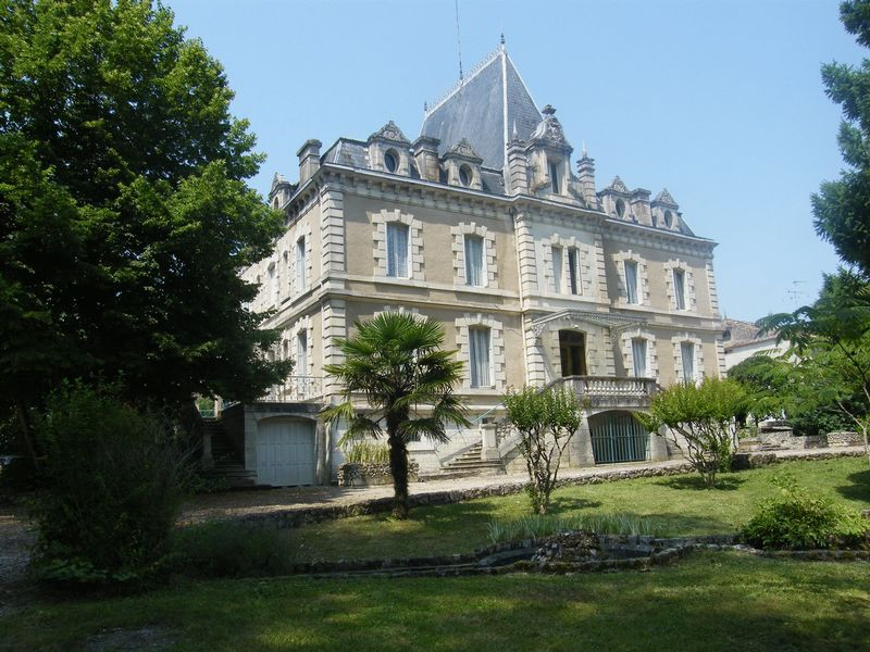 Beautiful chateau set in fabulous parkland and just a stone's throw from the shops