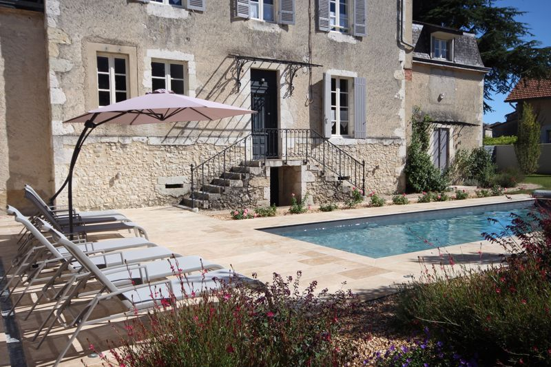 Town Centre Manor House of over 400m2 habitable with pool and several income possibilities