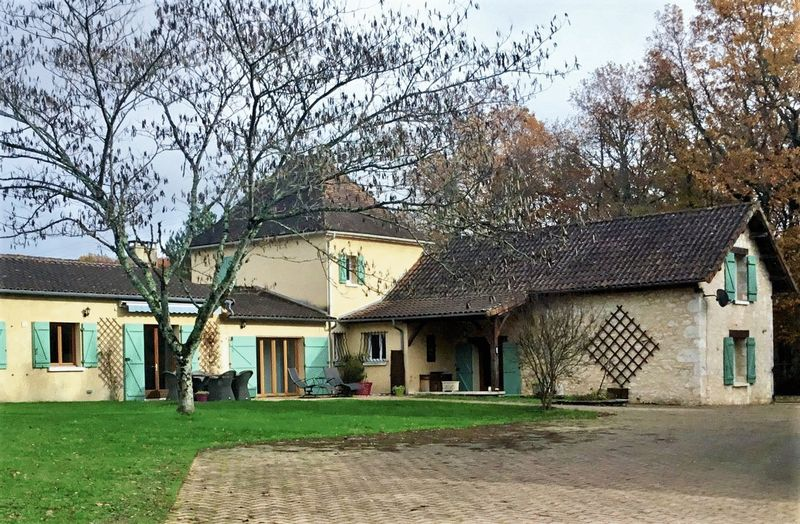 Unique property including 2 houses, tennis court, horse paddock, pool on approx. 20HA of land