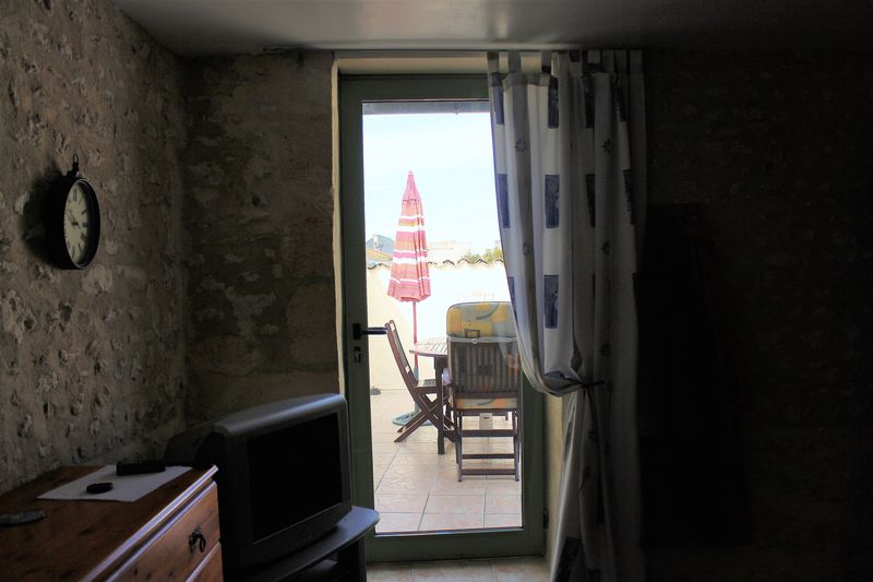 An attractive, renovated, 4 bedroom cottage with mature garden on the Gironde estuary