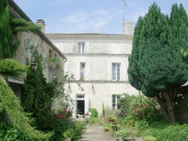 Mansion Near Saintes