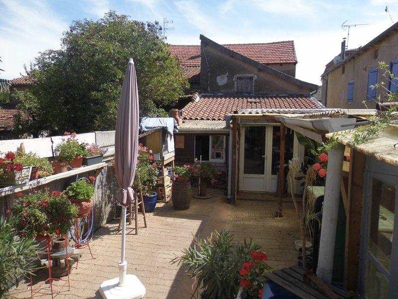 Maison de village avec 4 chambres, jardin et dépendances
