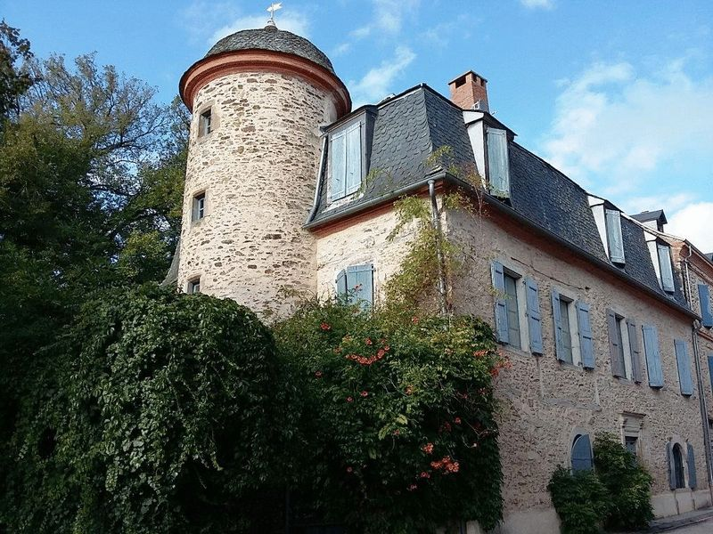 Beautifully restored 13th century 4-bedroom château