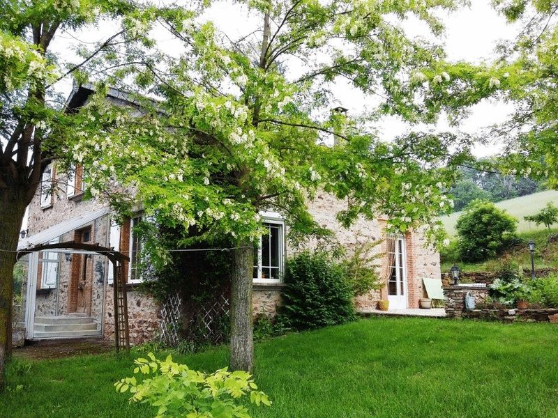 Lovely stone-built 5 bedroom farmhouse set in over 8 hectares of land