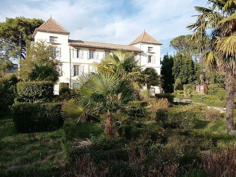 5 bedroom manor house with 2 bedroom gite