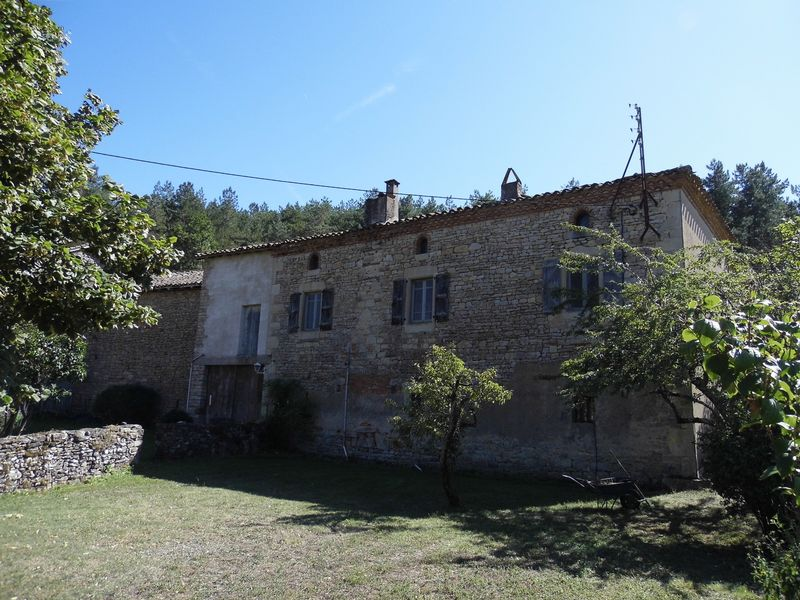 Stone farmhouse with courtyard in a haven of wildlife