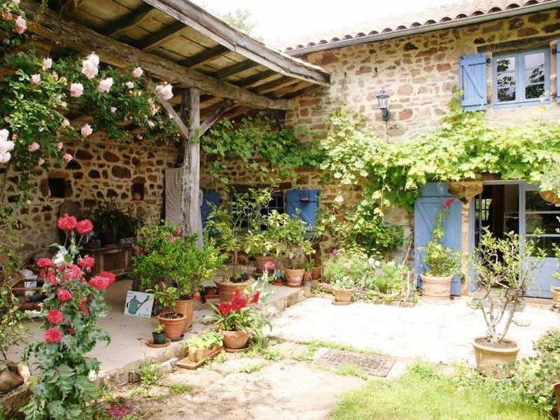 Charming stone-built 2-bedroom artist's house