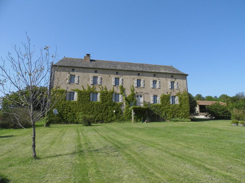 Magnificently restored bastide farm complex
