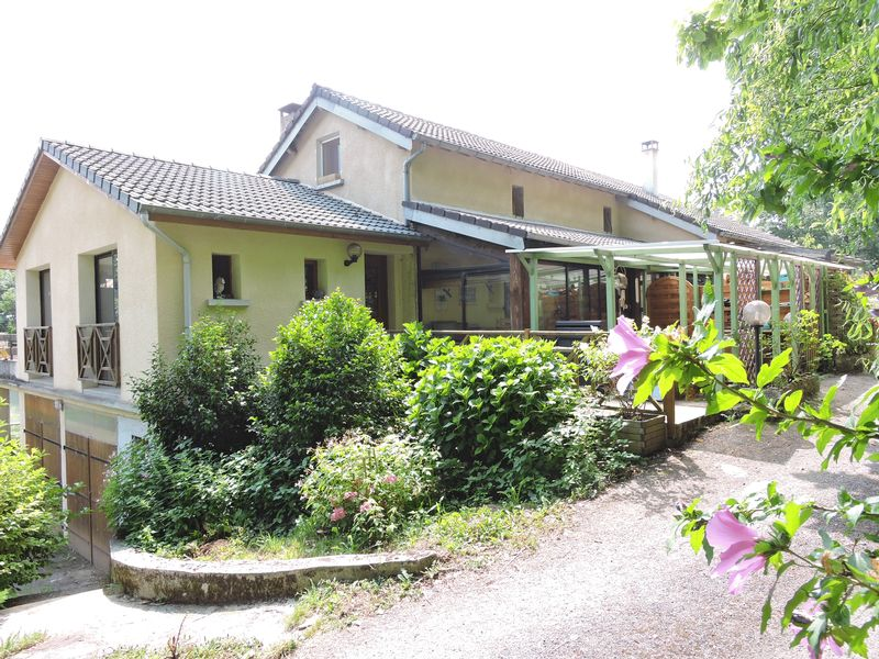 B&B accommodation with heated pool in a spectacular location with rural walking and horse trails.