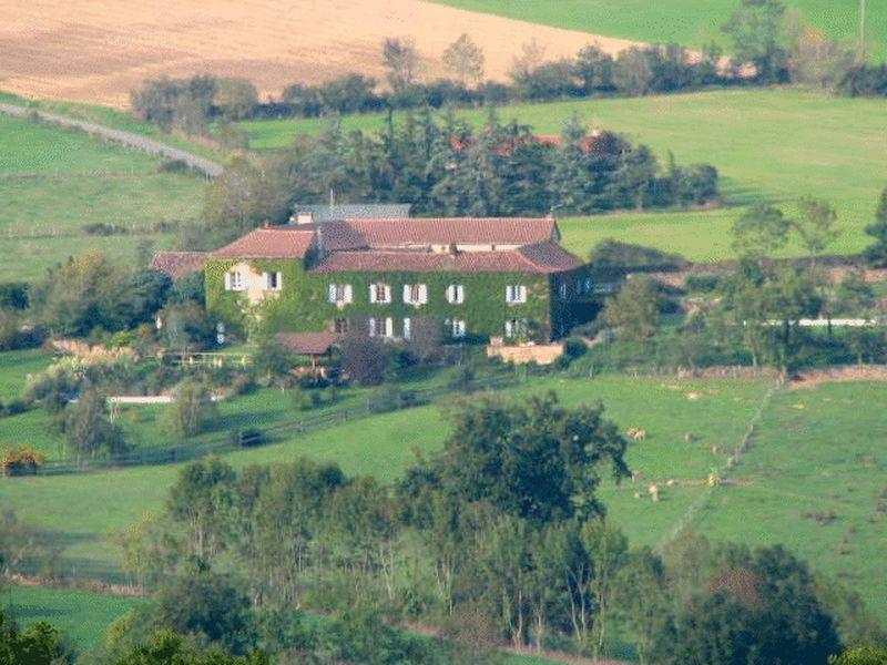Impressive 12th century farm complex with gites, in idyllic setting