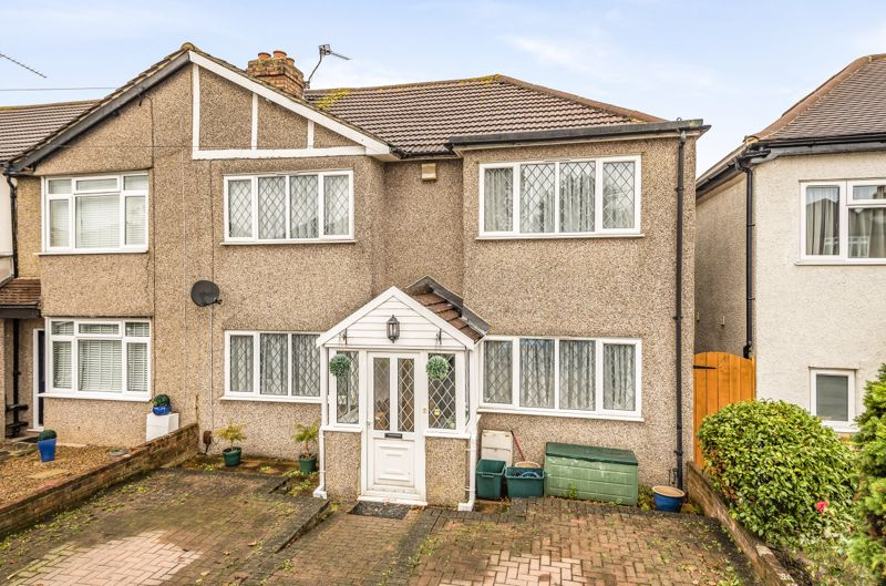 3 bedroom end terrace house For Sale in Worcester Park - Photo 1.