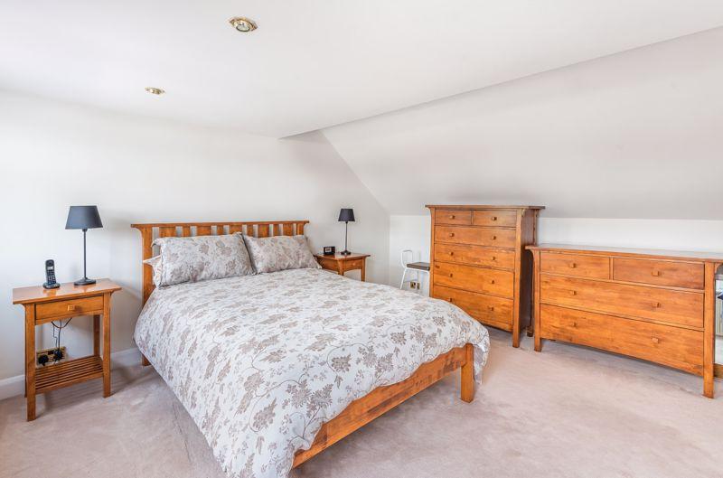 3 bedroom semi detached bungalow Under Offer in Worcester Park - Photo 2.