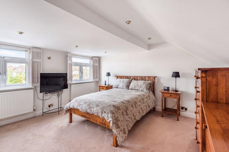 3 bedroom semi detached bungalow Under Offer in Worcester Park - Photo 3.