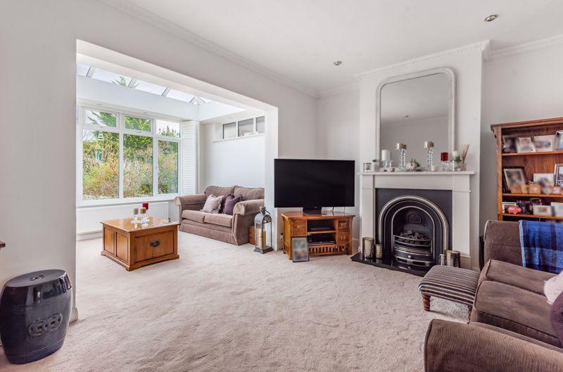 3 bedroom semi detached bungalow Under Offer in Worcester Park - Photo 12.