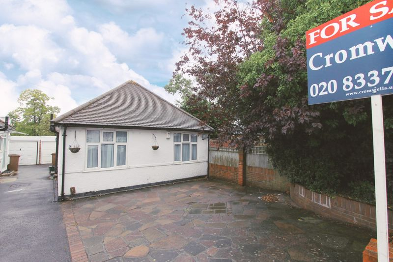 2 bedroom detached bungalow Under Offer in Worcester Park - Photo 1.
