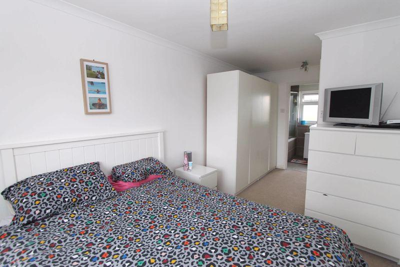 4 bedroom semi detached house Under Offer in Worcester Park - Photo 6.