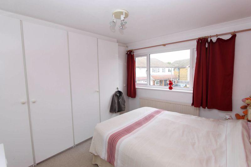 4 bedroom semi detached house Under Offer in Worcester Park - Photo 8.