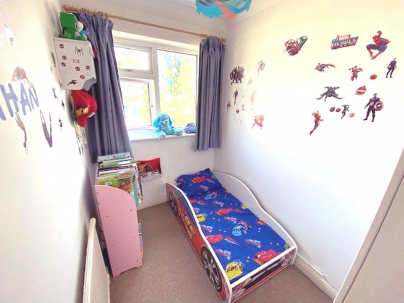 4 bedroom semi detached house Under Offer in Worcester Park - Photo 15.