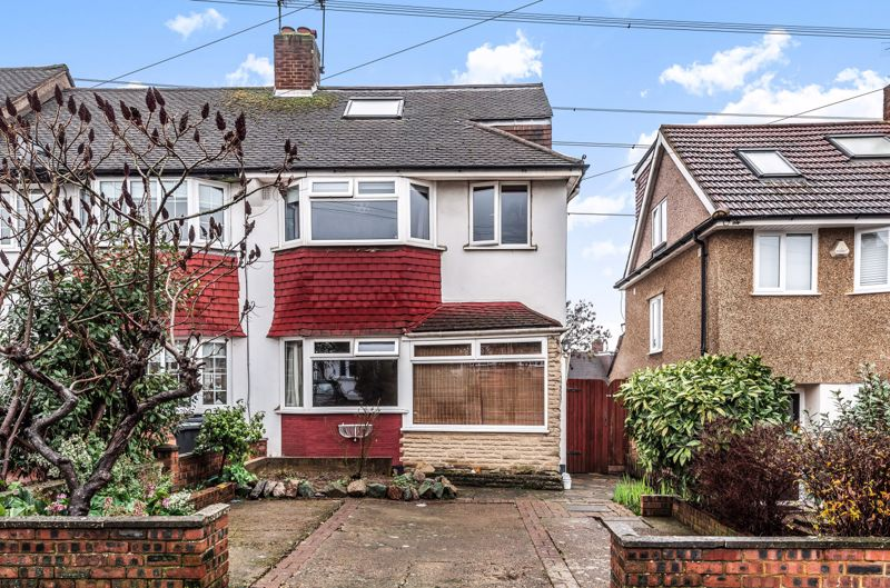 3 bedroom end terrace house For Sale in Morden - Photo 1.
