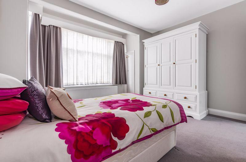 3 bedroom detached bungalow Under Offer in Worcester Park - Photo 11.