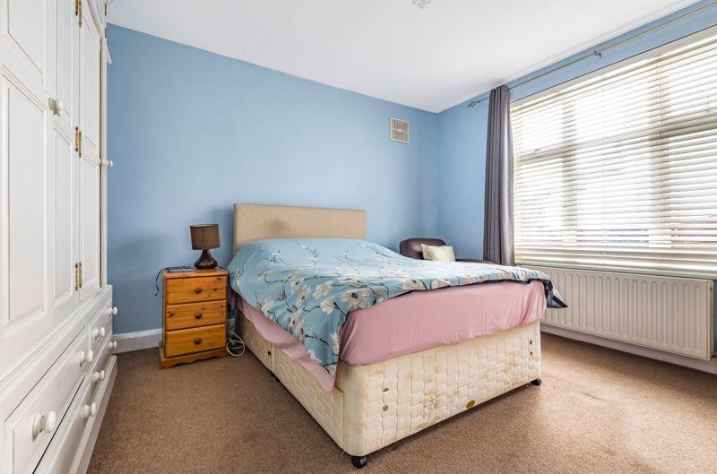 3 bedroom detached bungalow Under Offer in Worcester Park - Photo 6.