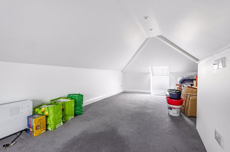 3 bedroom detached bungalow Under Offer in Worcester Park - Photo 8.