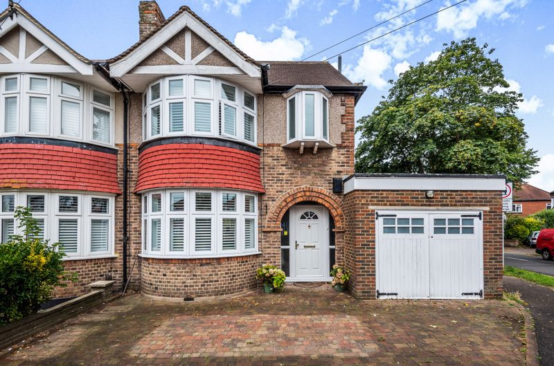 4 bedroom semi detached house For Sale in Epsom - Photo 8.