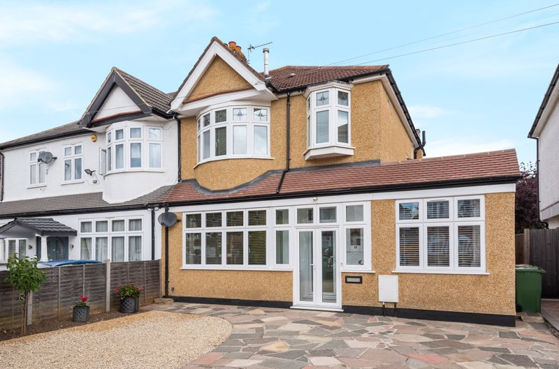 4 bedroom semi detached house Under Offer in Worcester Park - Photo 1.