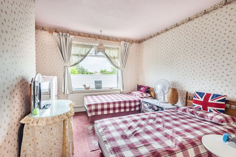 3 bedroom semi detached house Under Offer in Worcester Park - Photo 8.