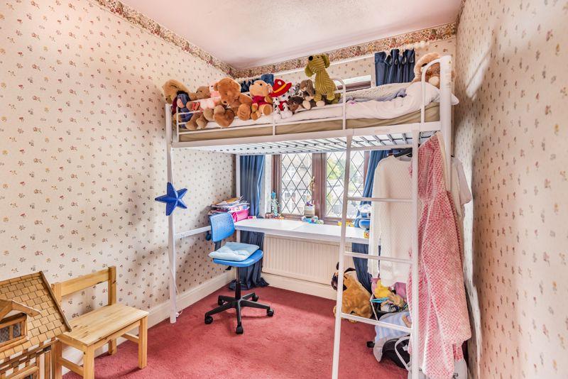 3 bedroom semi detached house Under Offer in Worcester Park - Photo 9.
