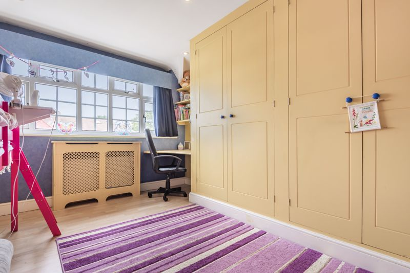4 bedroom semi detached house For Sale in Worcester Park - Photo 13.