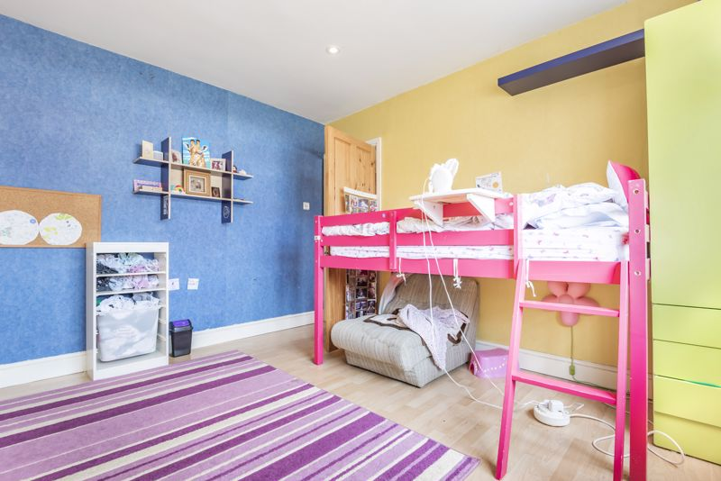 4 bedroom semi detached house For Sale in Worcester Park - Photo 15.